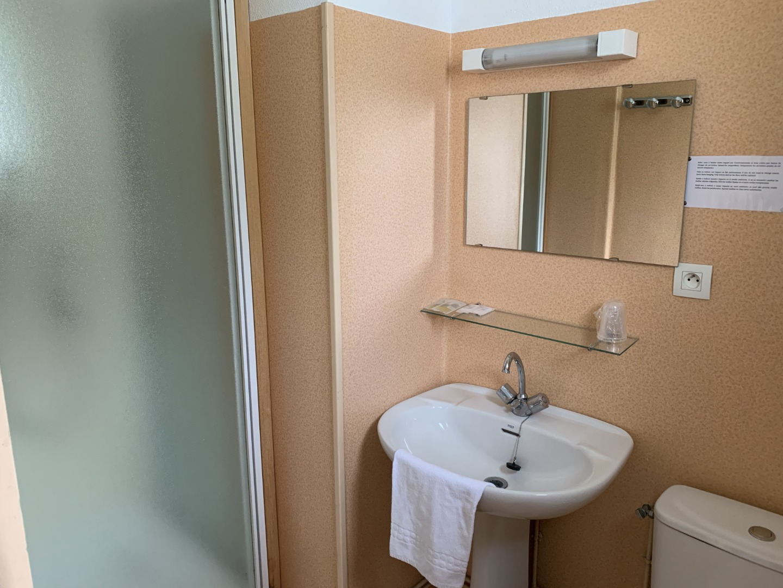 Chambre avec salle de bain - Hôtel Le Bellevue